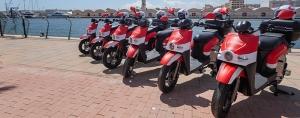 ACCIONA ofrece desde mediados de juilio en Gandía su servicio de motosharing, con una flota de 200 motos eléctricas de uso compartido que estarán disponibles las 24 horas del día.