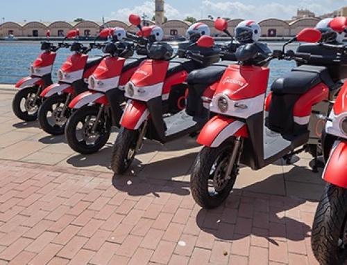 Gandía impulsa el turismo sostenible con el servicio de motos compartidas de ACCIONA